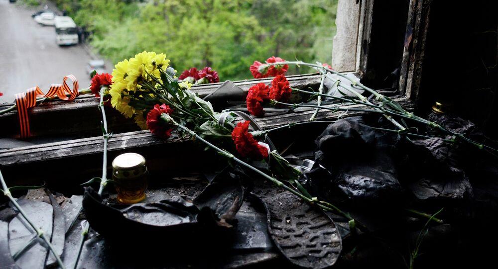 Des fleurs sur la fenêtre de la Maison des syndicats à Odessa