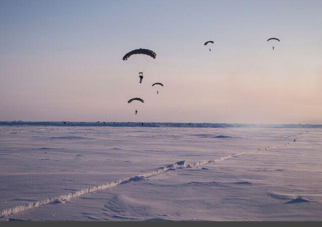 Учения спецназа Чеченской Республики в районе Северного полюса