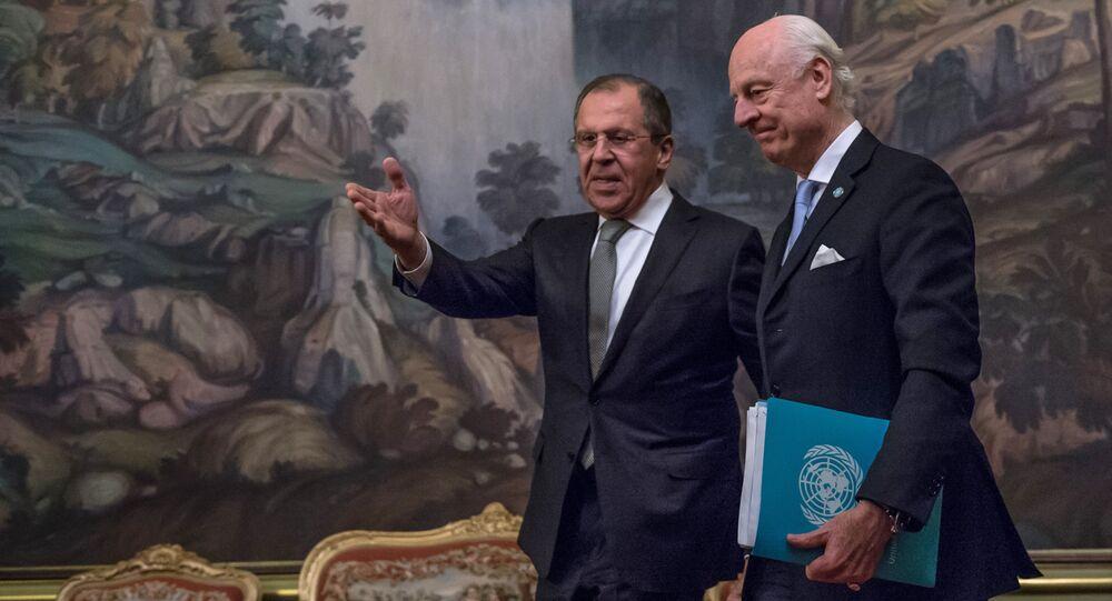 Le ministre russe des Affaires étrangères Sergueï Lavrov et l'envoyé spécial de l'Onu sur la Syrie Staffan de Mistura