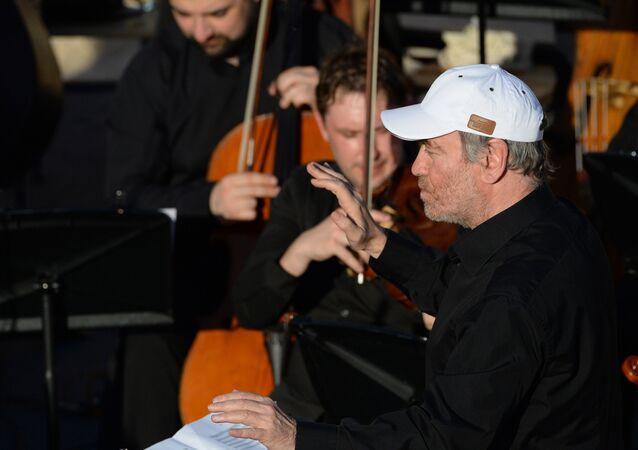 L'orchestre symphonique du théâtre Mariinsky dirigé par Valeri Guerguiev donne un concert à Palmyre