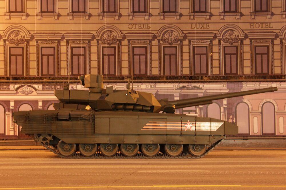 Char de quatrième génération T-14 Armata. Répétition du défilé de la Victoire, Moscou