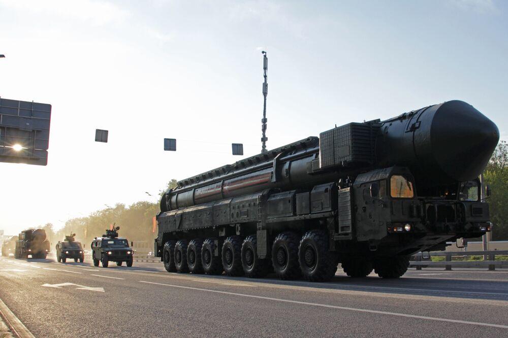 Missile RS-24 Yars et véhicules Tigres. Répétition du défilé de la Victoire, Moscou