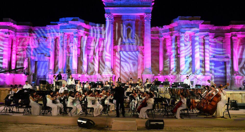 Концерт в Пальмире в память о погибших борцах за независимость Сирии