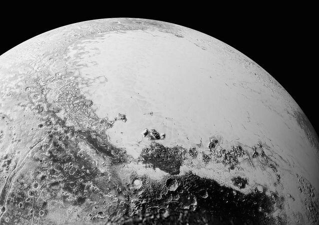 La plaine Spoutnik, le 14 juillet 2015, à environ 1 800 km d'altitude.
