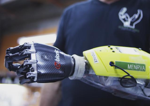 Des ingénieurs canadiens créent une main bionique avec perception tactile