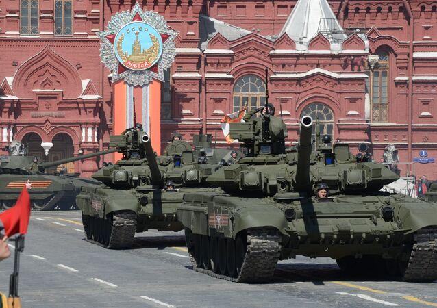 Sur la place Rouge, les chars T-90A