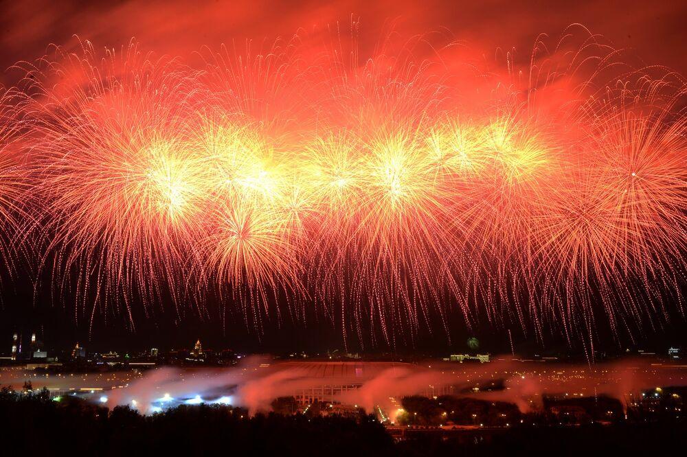 Feu d'artifice pour le Jour de la Victoire à Moscou