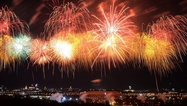 Feu d'artifice à l'occasion du 71e anniversaire de la Victoire - Sputnik France