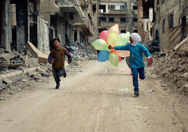 Des enfants dans les rues de Damas