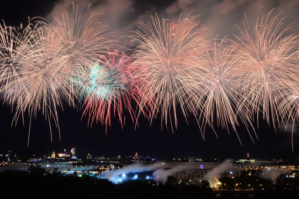 Le feu d'artifice clôturant la fête de la Victoire à Moscou