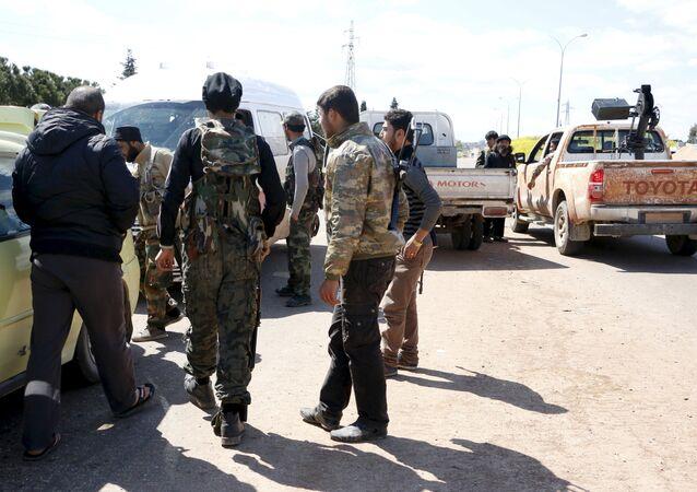 Des combattants du Front al-Nosra près de la ville syrienne d'Idlib