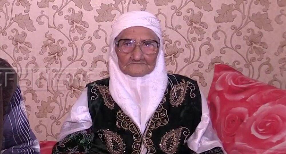 Tanzilia Bissembeeva, doyenne de l'humanité, née en 1896