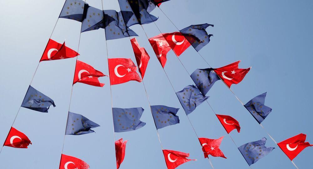 Drapeaux turcs et européens