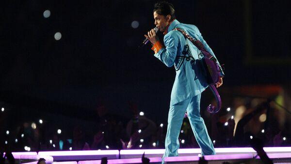 Prince donne un concert lors du spectacle de la mi-temps au Super Bowl XLI match de football au Dolphin Stadium à Miami le dimanche 4 février 2007. - Sputnik France