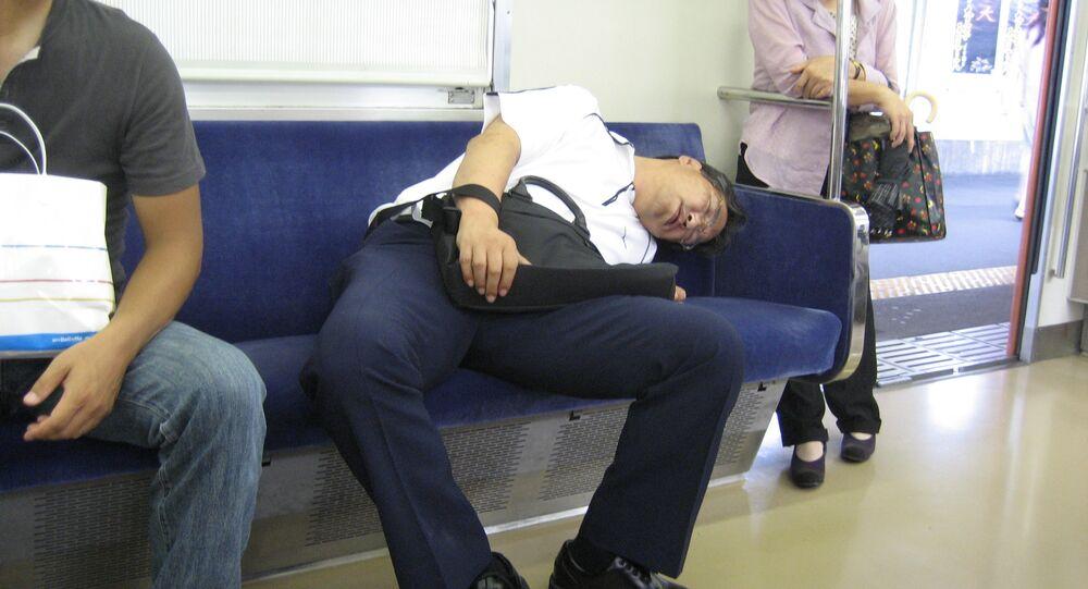 Un homme dormant
