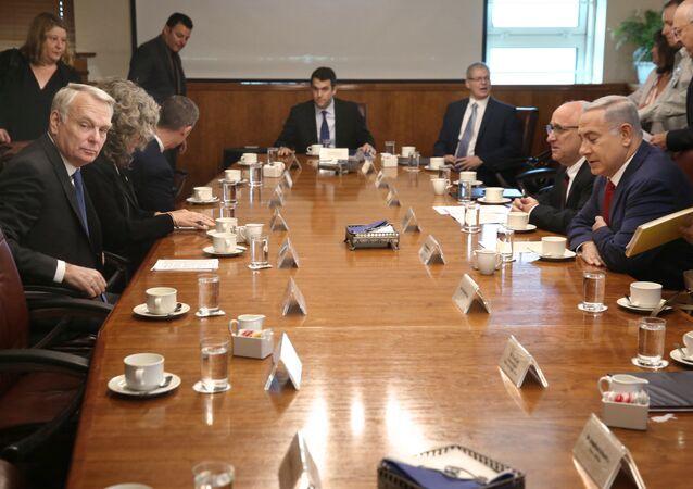 visite-éclair effectuée dimanche 15 mai en Israël, le chef de la diplomatie française Jean-Marc Ayrault