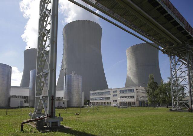 Des Européens forment une chaîne humaine pour protester contre deux centrales nucléaires
