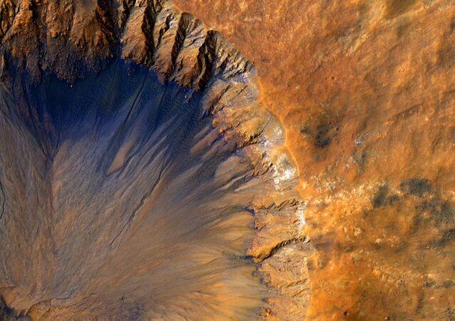 Un cratère sur la surface de Mars