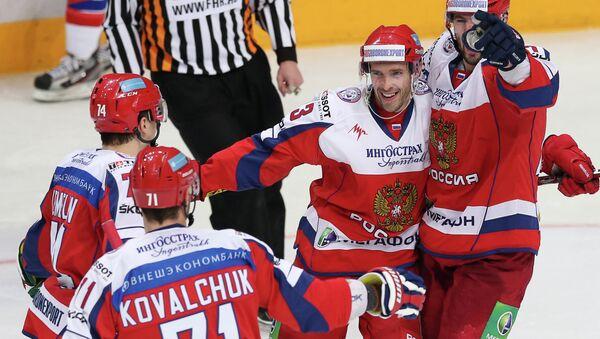 Hockeyeurs russes dont Pavel Datsiouk (deuxième à droite) - Sputnik France