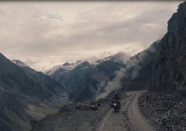 Voyage le long de la plus haute route du monde