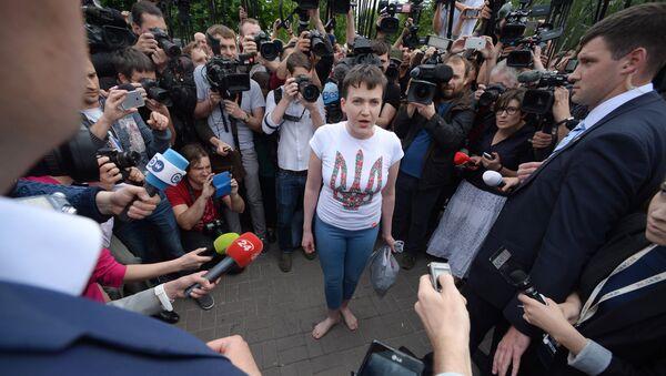 Украинская военнослужащая Надежда Савченко в аэропорту Киева - Sputnik France