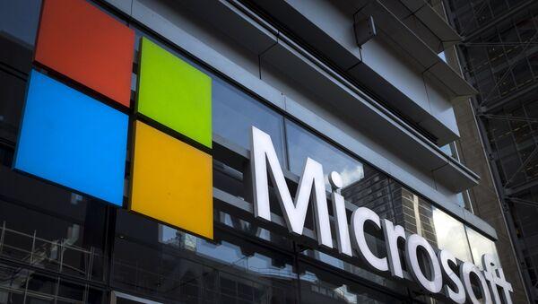A Microsoft logo is seen on an office building in New York City, July 28, 2015 - Sputnik France