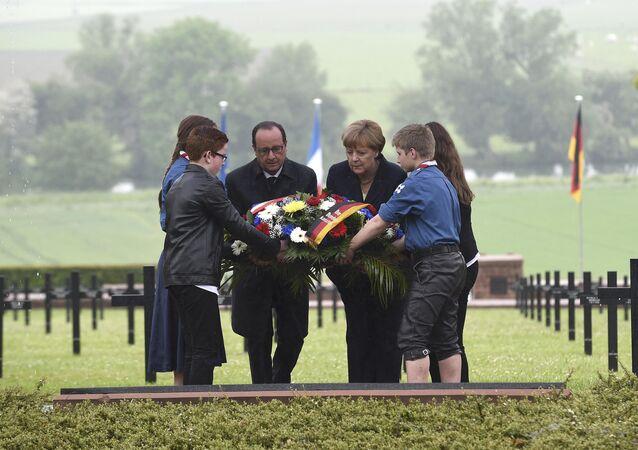 François Hollande et Angela Merkel à Consenvoye