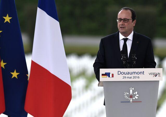 Le président français François Hollande prononce un discours à l'occasion des commémorations des 100 ans de la bataille de Verdun.