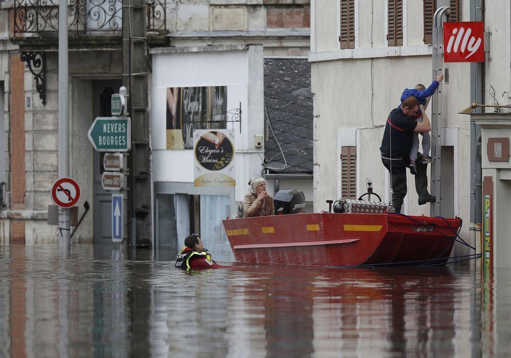 La France, les pieds dans l'eau