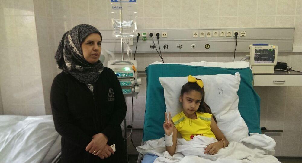 Une petite Syrienne mutilée par les terroristes admise dans un hôpital moscovite