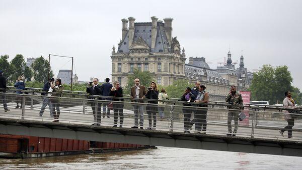 Comment ça va, le Louvre? Pas encore noyé? - Sputnik France