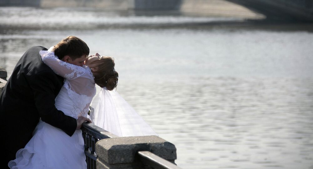 Des jeunes mariés