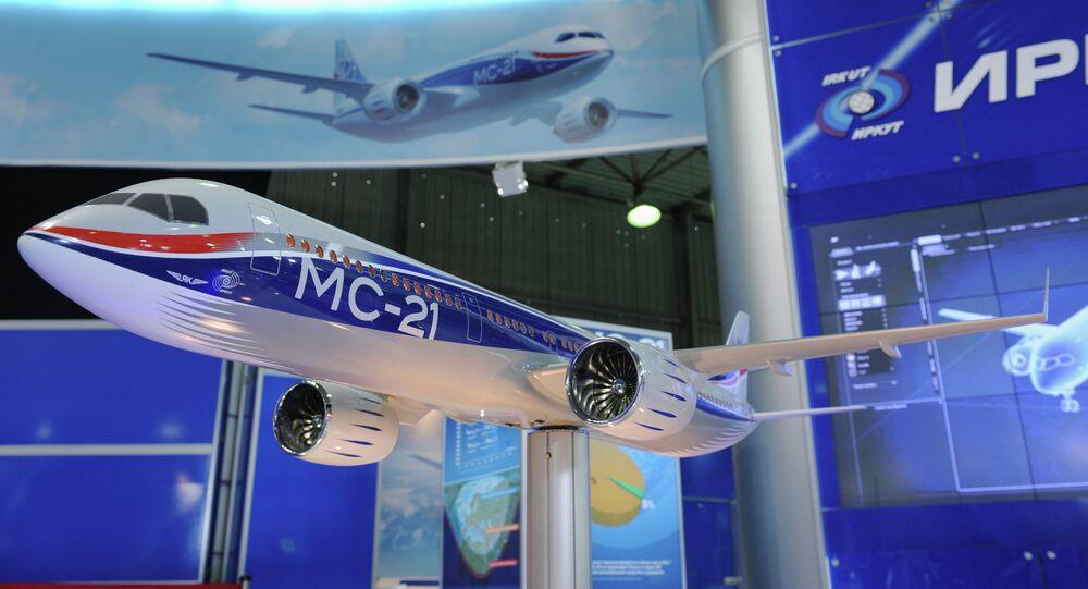 Le nouvel avion de ligne russe MC-21-300 présenté