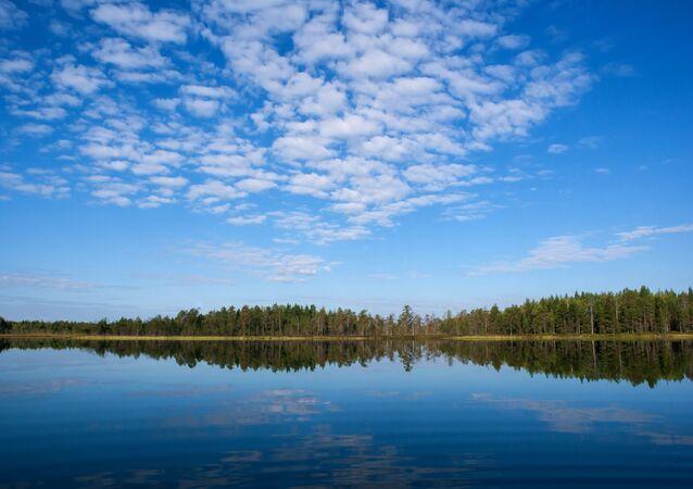 Lac en Russie. Image d'illustration