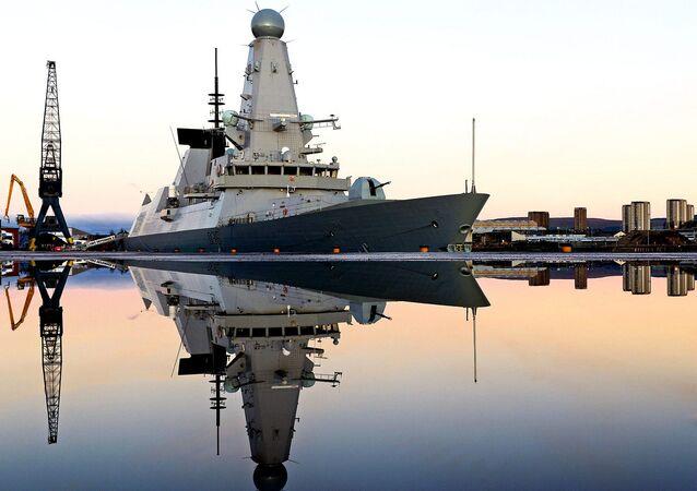 Destroyer HMS Defender de Type 45