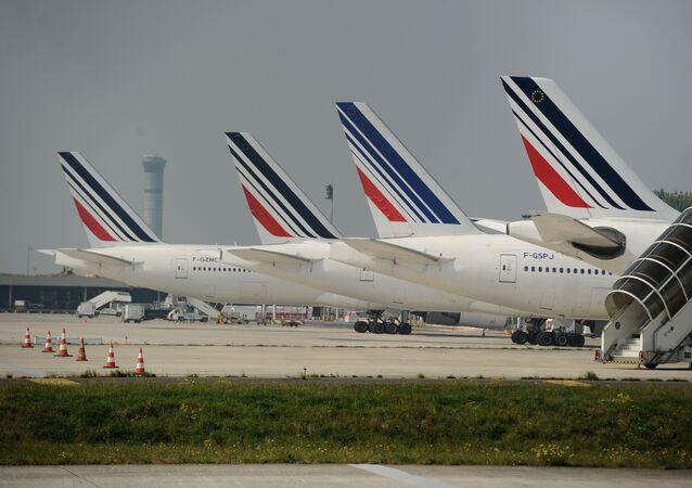 Des avions d'Air France sur le tarmac de l'aéroport Charles de Gaulle