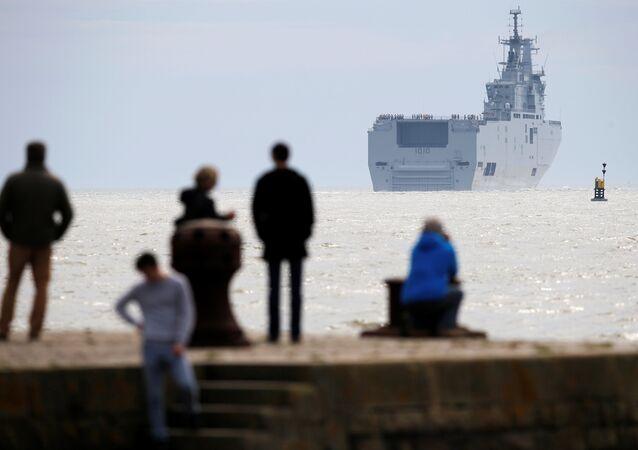 Porte-hélicoptères Gamal Abdel Nasser (ex-Vladivostok) quitte Les Chantiers de l'Atlantique de STX à Saint-Nazaire