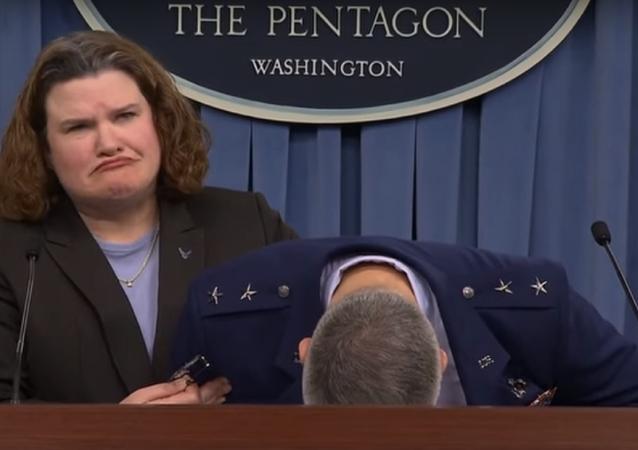 Le général de l'US Air Force s'évanouit pendant une conférence de presse