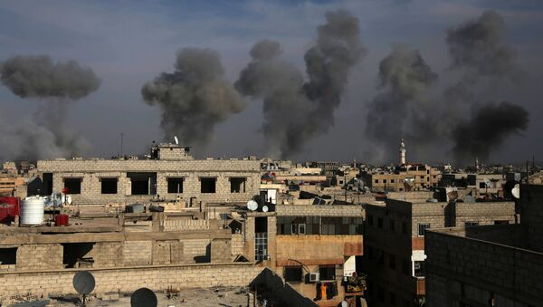 Les conséquences de frappe aérienne de l'armée de l'air syrienne dans la région de la Ghouta de l'Est, le 13 décembre 2015 - Sputnik France