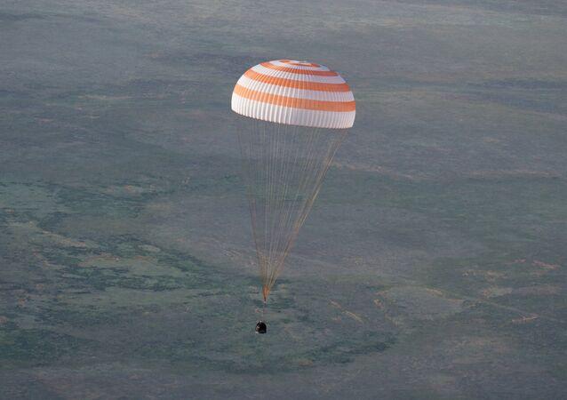 Une capsule Soyouz TMA atterrit au Kazakhstan
