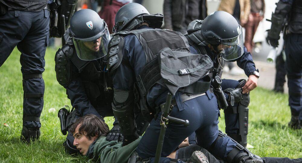 Les policiers français en action
