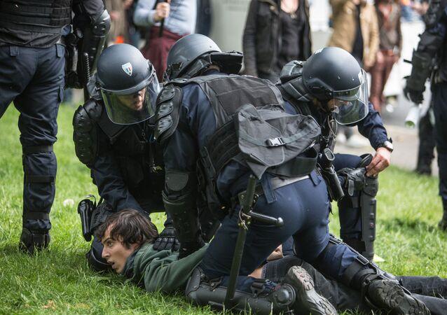 Policiers français en action