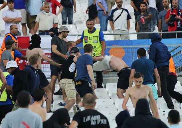 Bagarre lors du match Russie-Angleterre à l'Euro 2016