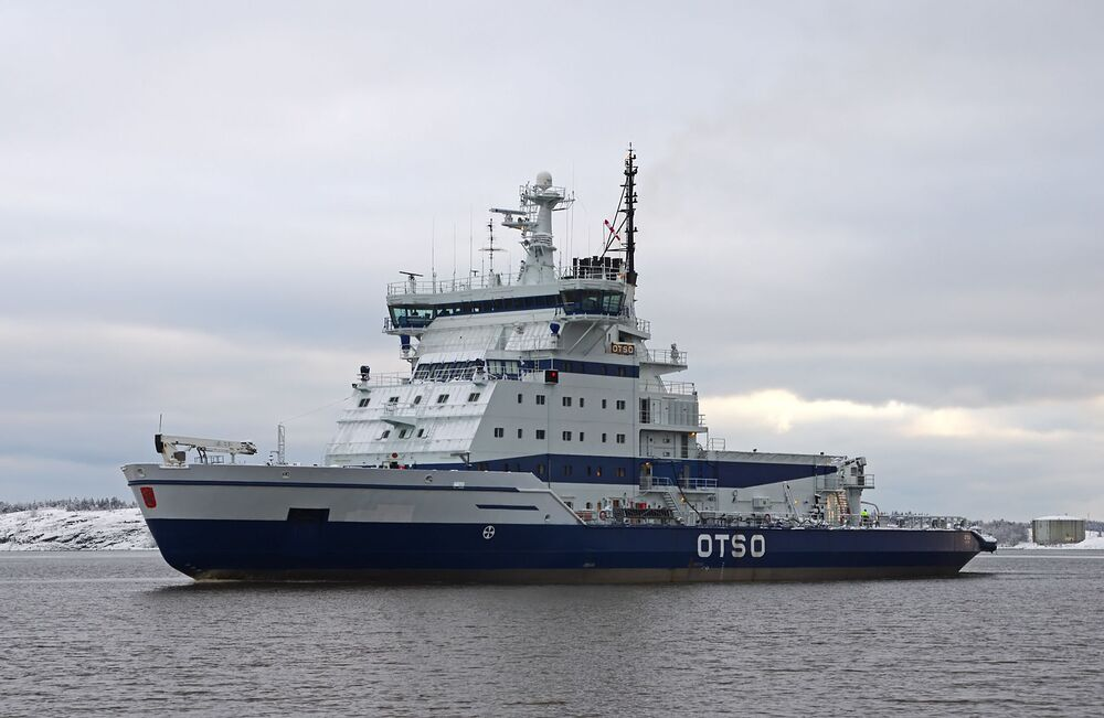 Le brise-glace finlandais Otso retourne à son port d'attache à Helsinki