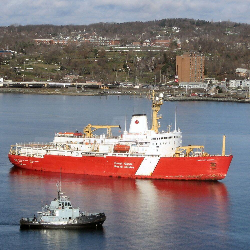 Le NGCC Louis S. St-Laurent est le plus gros brise-glace de la flotte de la Garde côtière canadienne