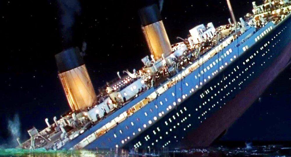 Sinking Titanic