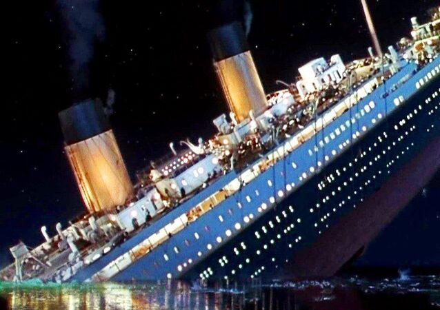 Le manteau d'une survivante du Titanic vendu aux enchères pour 180.000 EUR