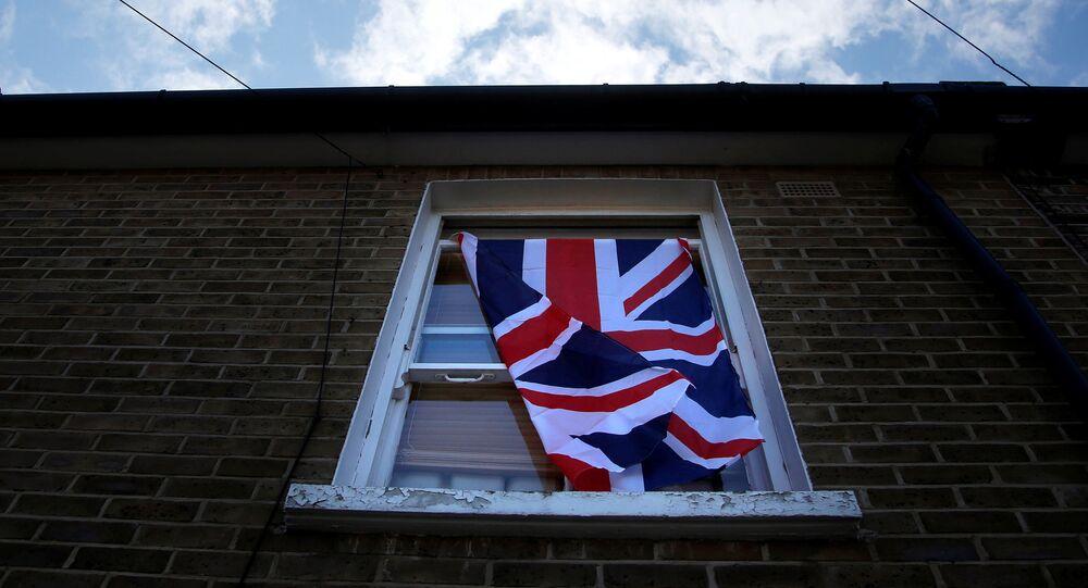Fenêtre avec un drapeau du Royaume-Uni à Londres