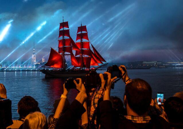 Les voiles écarlates-2016 à Saint-Pétersbourg