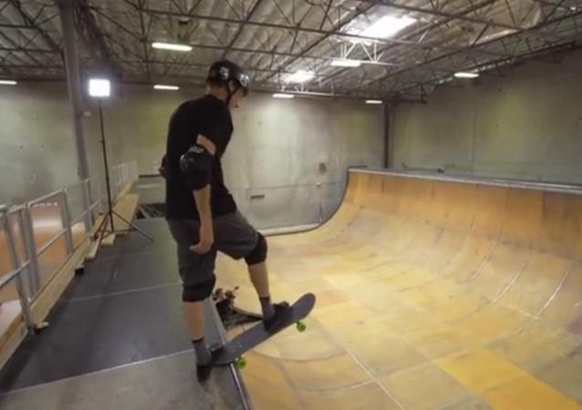 Un skateboarder fait un 900  à 48 ans!